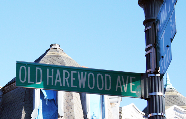 Old Harewood Ave Sign